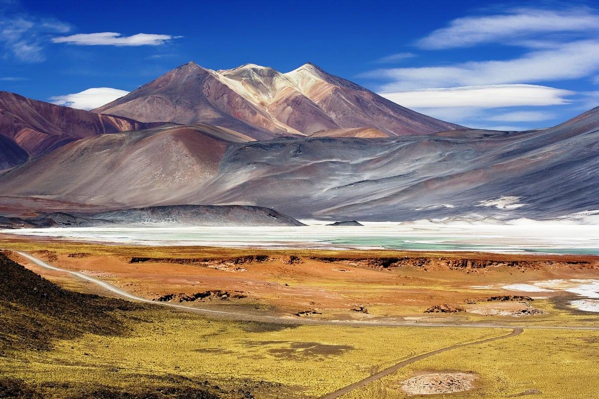 012 Miscanti_Lagoon_near_San_Pedro_de_Atacama_Chile_Luca_Galuzzi_2006