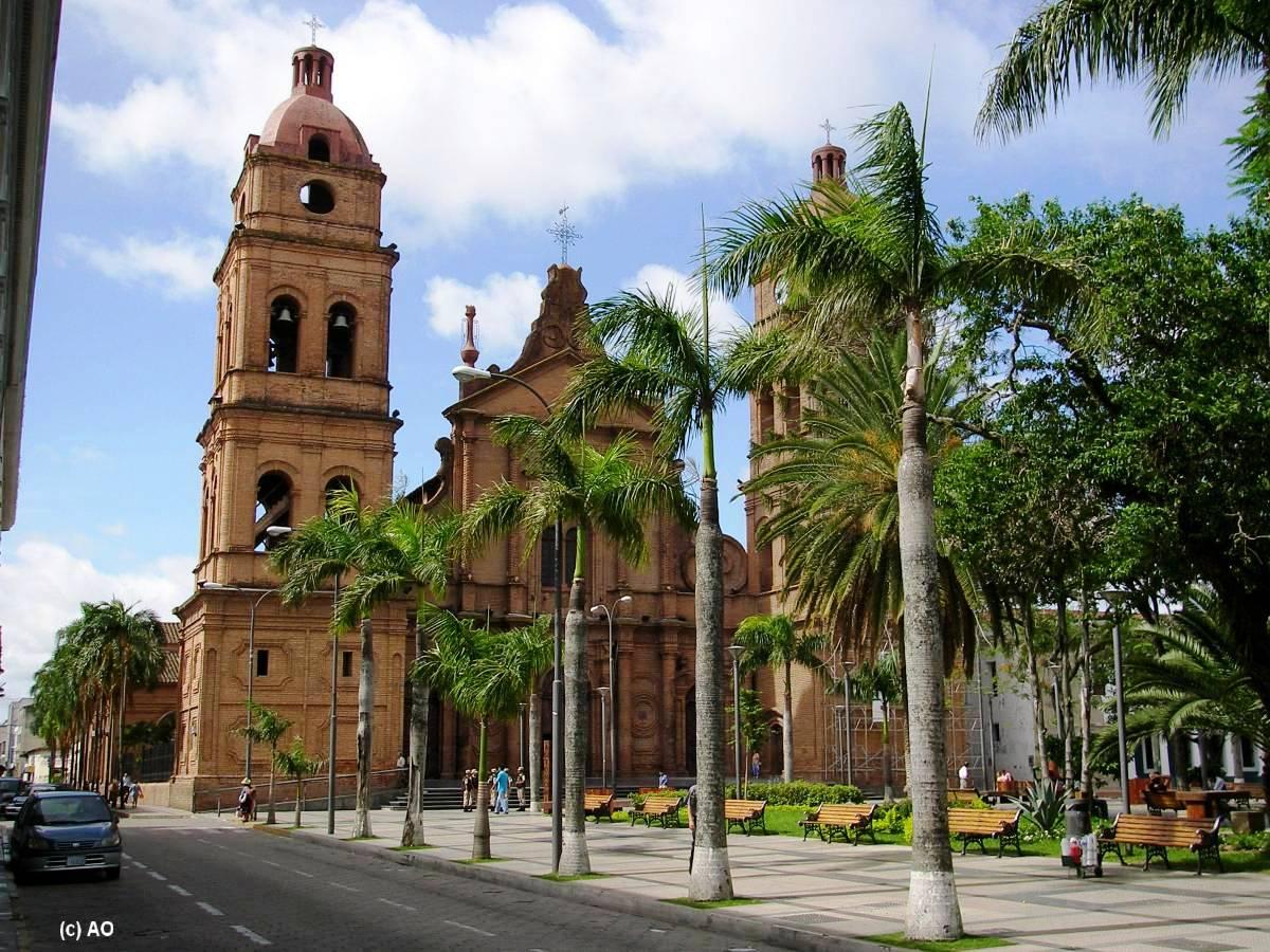 021 Santa_Cruz_La_plaza_24_de_septiembre